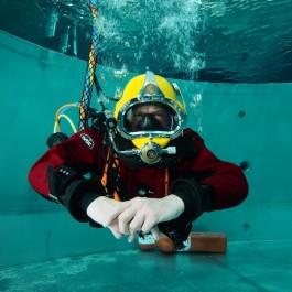 Proefduik duikhelm beroeps duiktoren totally scuba enkhuizen